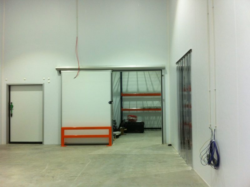 Distribution warehouse sliding door