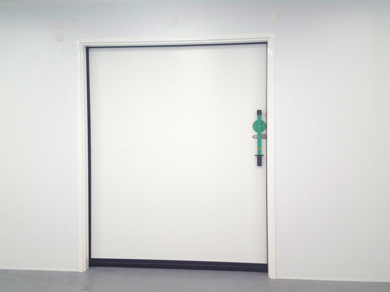 Sliding access door for injection moulding cleanroom