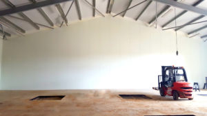Installing hygienic partitioning for a commercial warehouse